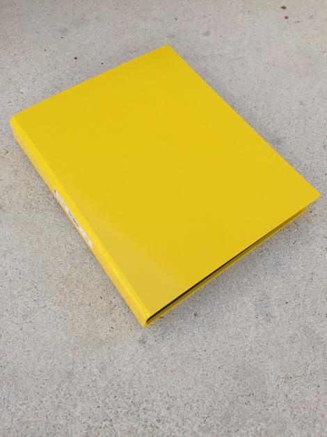 Gelber Ordner mit 4 Ringen, 3 cm dick / Carpeta de 4 anillas grosor 3 cm
