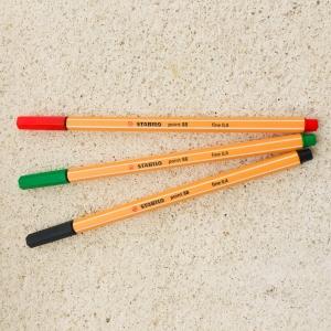 Fineliner Stabilo rot / rotulador fino Stabilo rojo